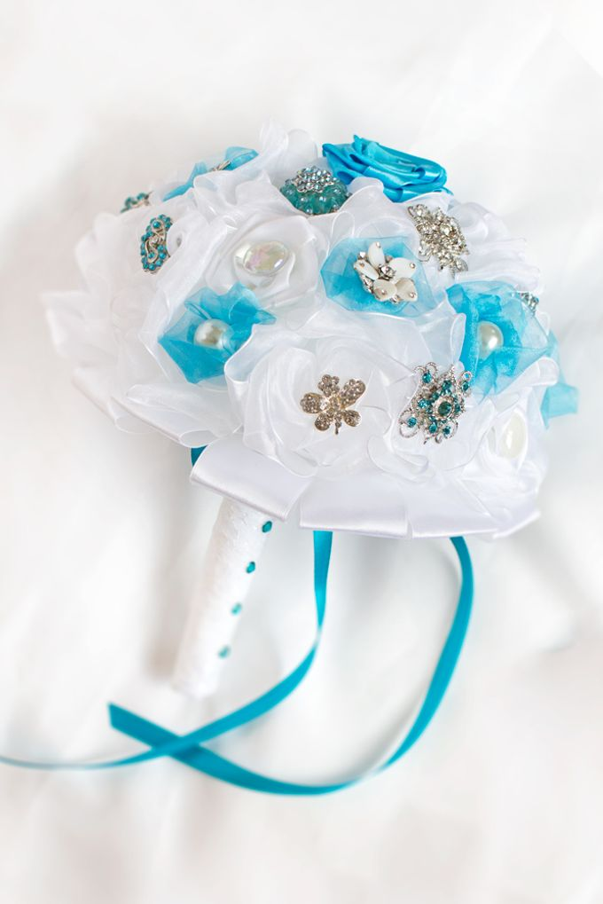 Over the Sea Bridal Brooch Bouquet by Marini Bouquets - 001