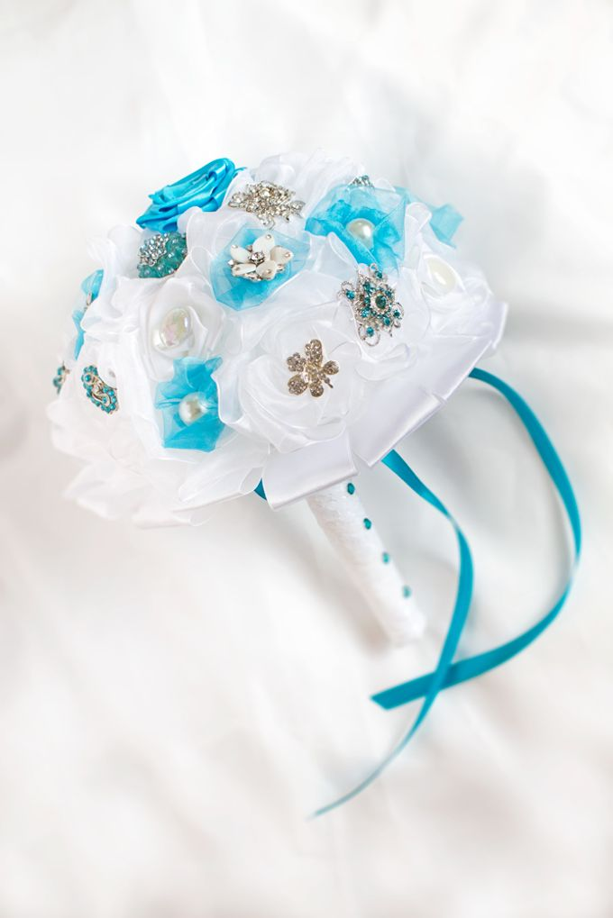 Over the Sea Bridal Brooch Bouquet by Marini Bouquets - 009