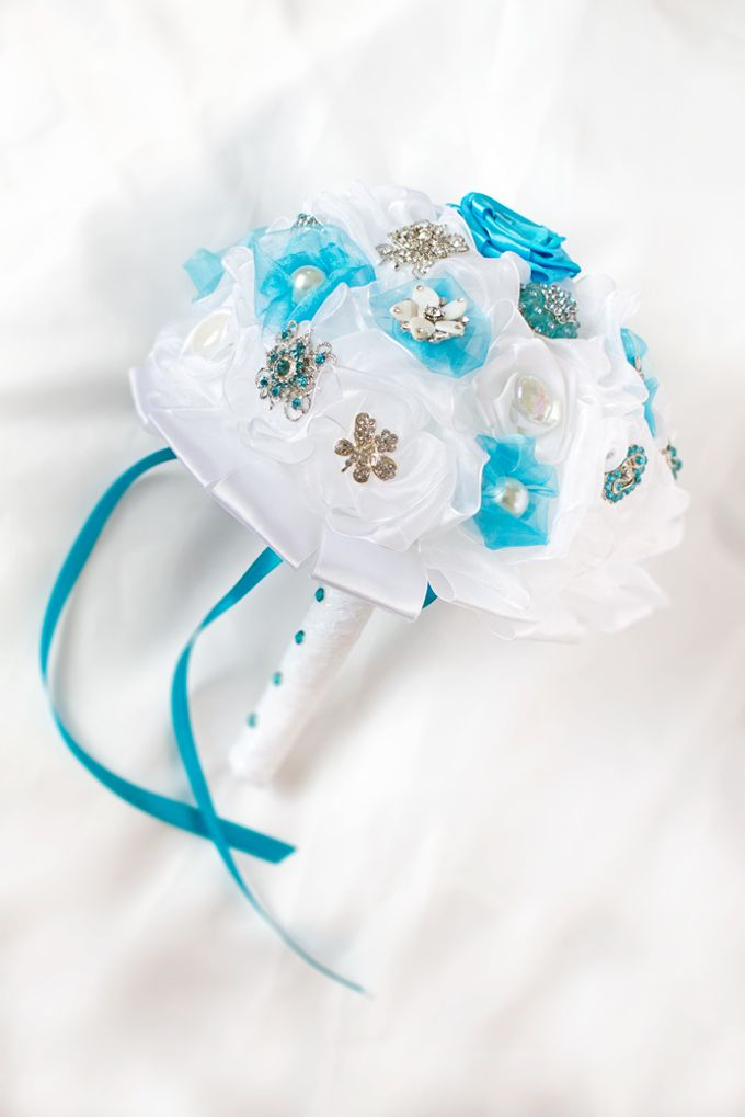 Over the Sea Bridal Brooch Bouquet by Marini Bouquets - 010