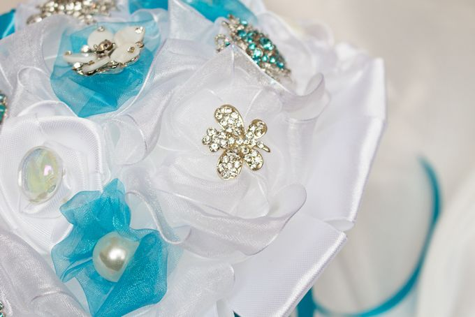 Over the Sea Bridal Brooch Bouquet by Marini Bouquets - 013