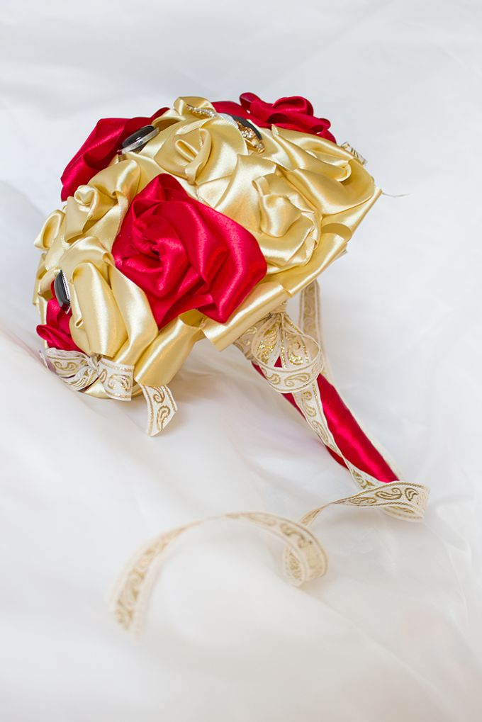 Golden Rose Bridal Brooch Bouquet by Marini Bouquets - 006