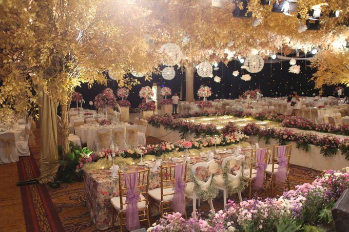 Willy chenli wedding by epic art bridestory add to board willy chenli wedding by shangri la hotel surabaya 005 junglespirit Images