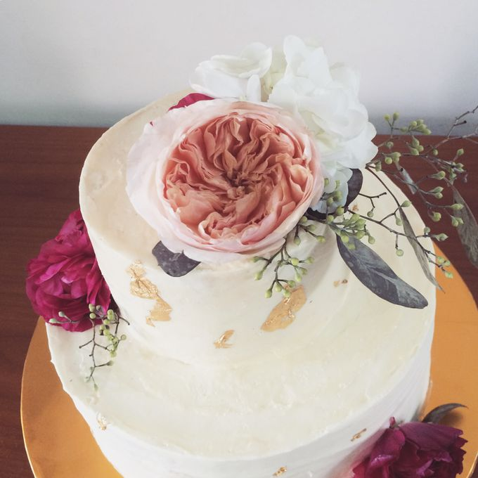 Floral Wedding Cake by Teaspoon of Love - 007