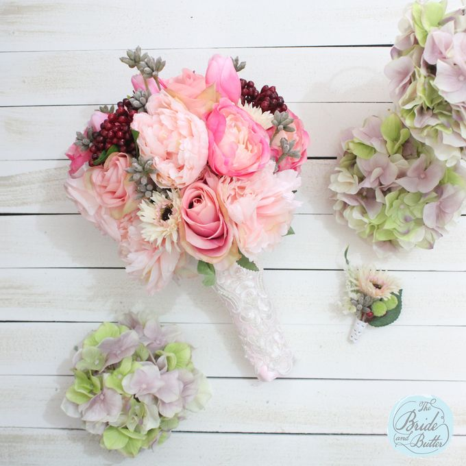 Custom Hand Bouquet by The Bride and Butter - 011