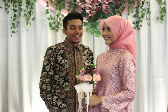 Hasni & Heru Engagement by Garland Galore Flower Shop - 004