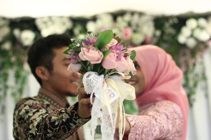 Hasni & Heru Engagement by Garland Galore Flower Shop - 005