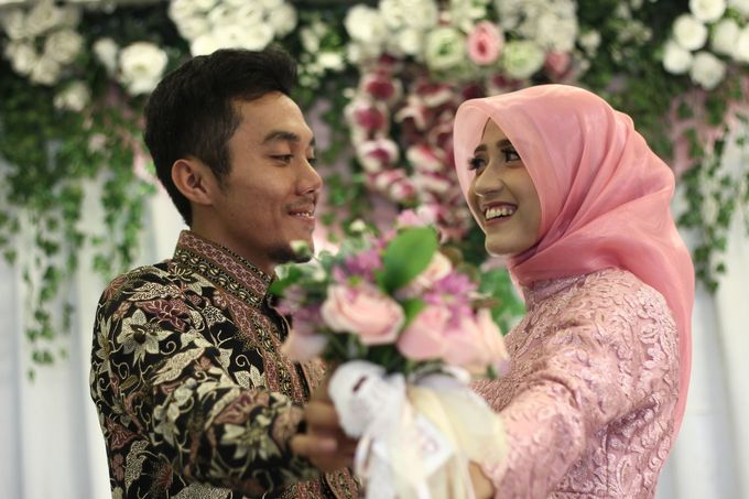 Hasni & Heru Engagement by Garland Galore Flower Shop - 006