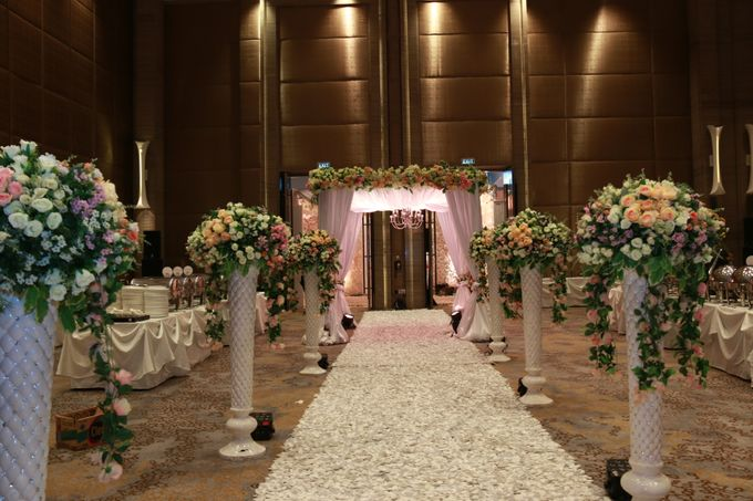 Wedding of mathew and ely by novotel tangerang bridestory add to board wedding of mathew and ely by novotel tangerang 004 junglespirit Images