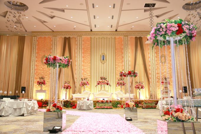 Wedding of cece susy by novotel tangerang bridestory add to board wedding of cece susy by evlin decoration 003 junglespirit Images