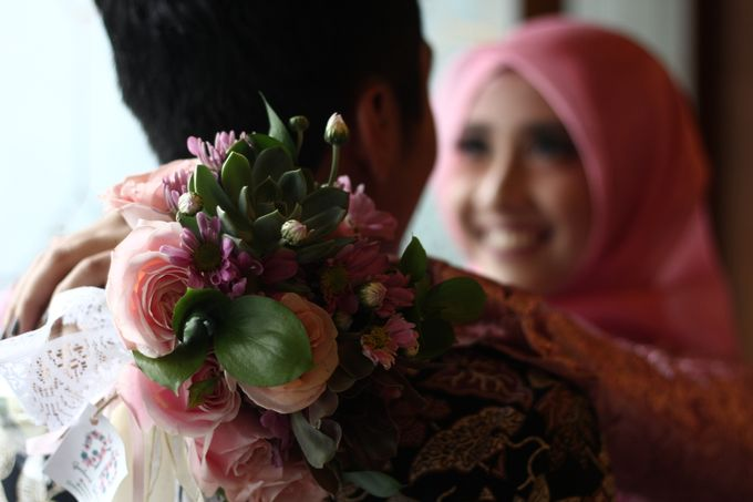Hasni & Heru Engagement by Garland Galore Flower Shop - 007