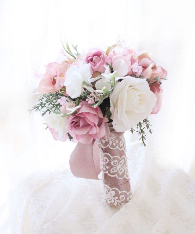Natural Pink Bridesmaid handbouquet by Cup Of Love Design Studio - 001