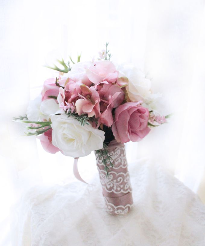 Natural Pink Bridesmaid handbouquet by Cup Of Love Design Studio - 003