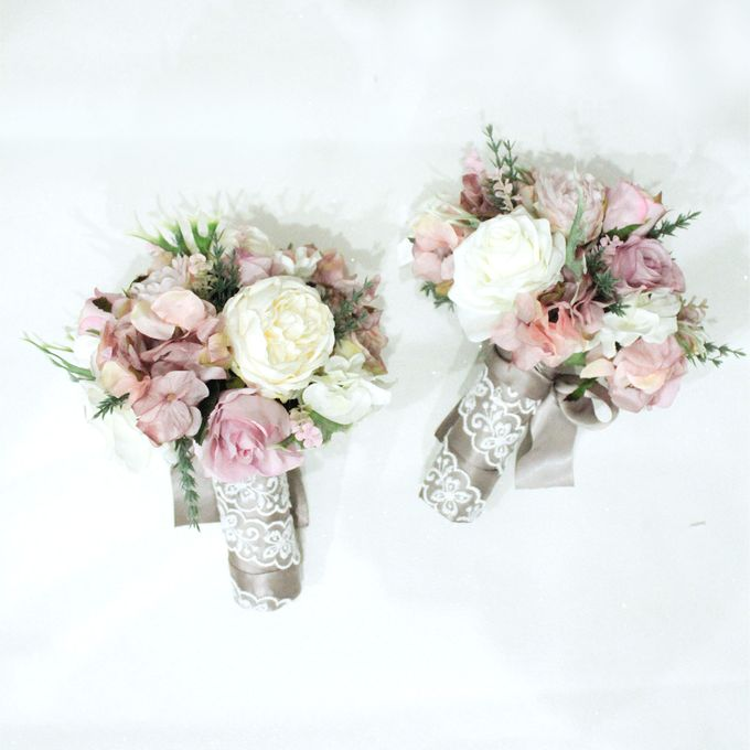 Natural Pink Bridesmaid handbouquet by Cup Of Love Design Studio - 004