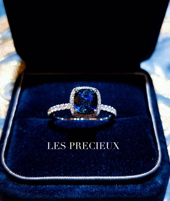 PEACOCK BLUE SAPPHIRE ENGAGEMENT RING by LES PRECIEUX - 001
