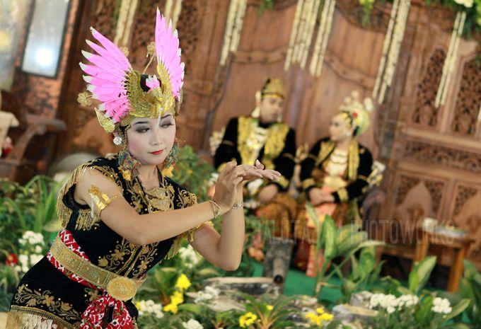 Pernikahan Adat Jawa by Jalutajam Photoworks - 031