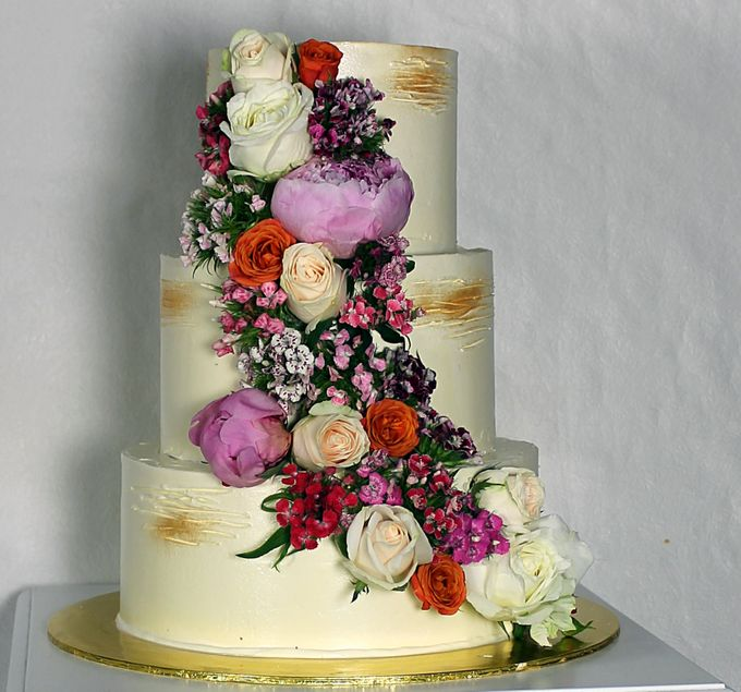 Buttercream Rustic with Fresh Floral by Carousel Moments - 004