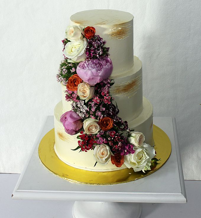 Buttercream Rustic with Fresh Floral by Carousel Moments - 003