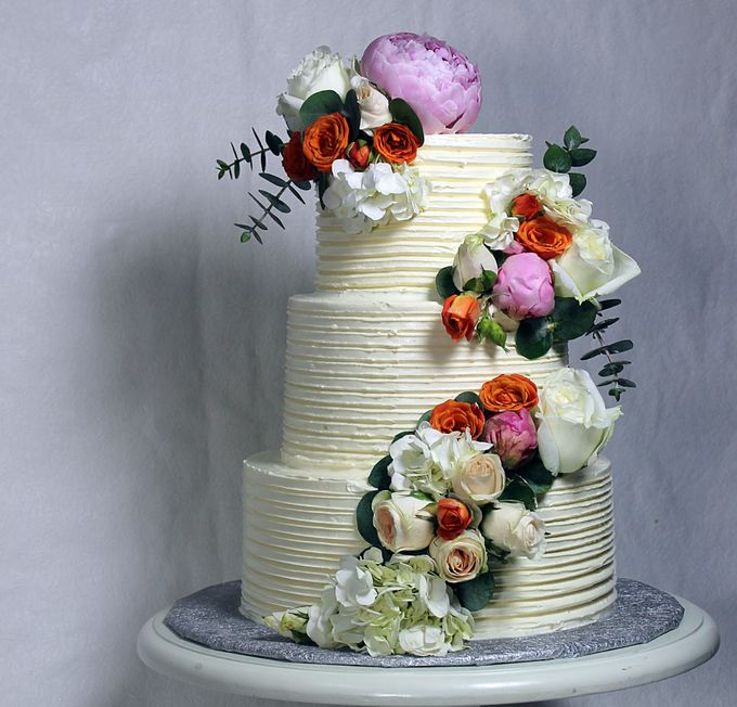 Buttercream Rustic with Fresh Floral by Carousel Moments - 006