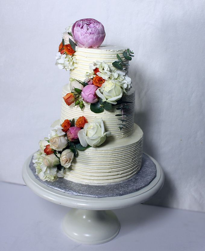 Buttercream Rustic with Fresh Floral by Carousel Moments - 005