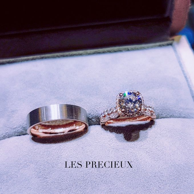 ROUND DIAMOND WITH CUSHION HALO 18K ROSE GOLD ENGAGEMENT RING WITH MATCHING MILGRAIN WEDDING BANDS by LES PRECIEUX - 001