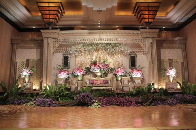 Ichan rani wedding at grand ballroom by grand hyatt jakarta add to board ichan rani wedding at grand ballroom by grand hyatt jakarta 003 junglespirit Image collections