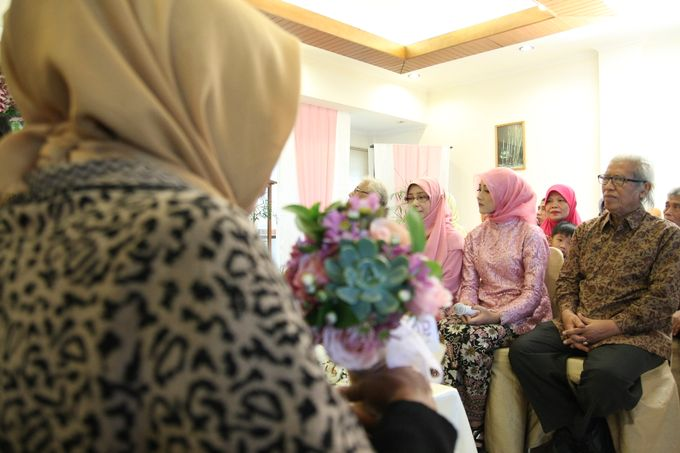 Hasni & Heru Engagement by Garland Galore Flower Shop - 001