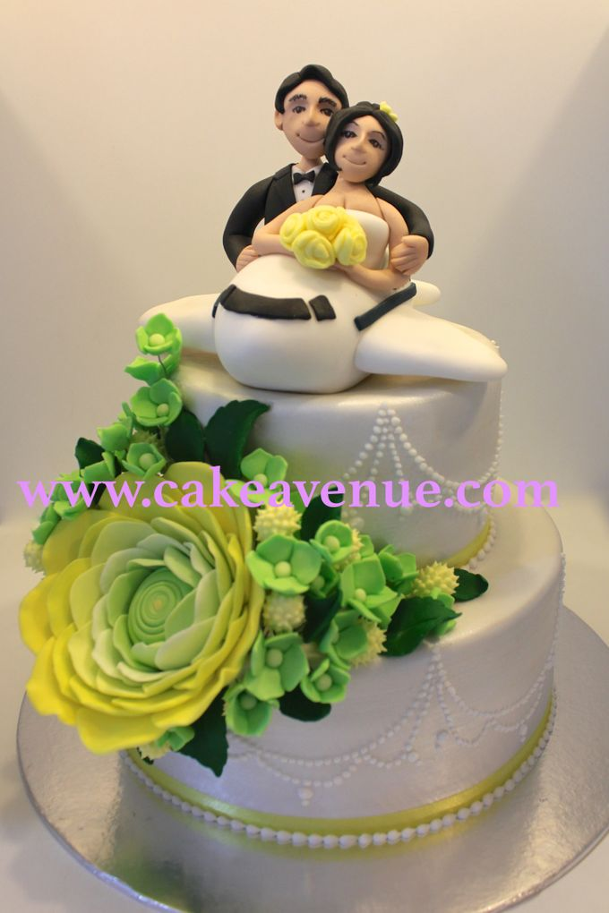Contemporary Customised Wedding Cakes by Cake Avenue - 004