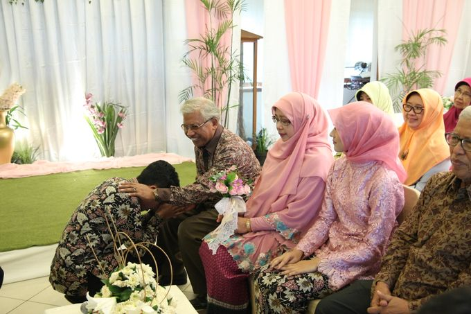 Hasni & Heru Engagement by Garland Galore Flower Shop - 002
