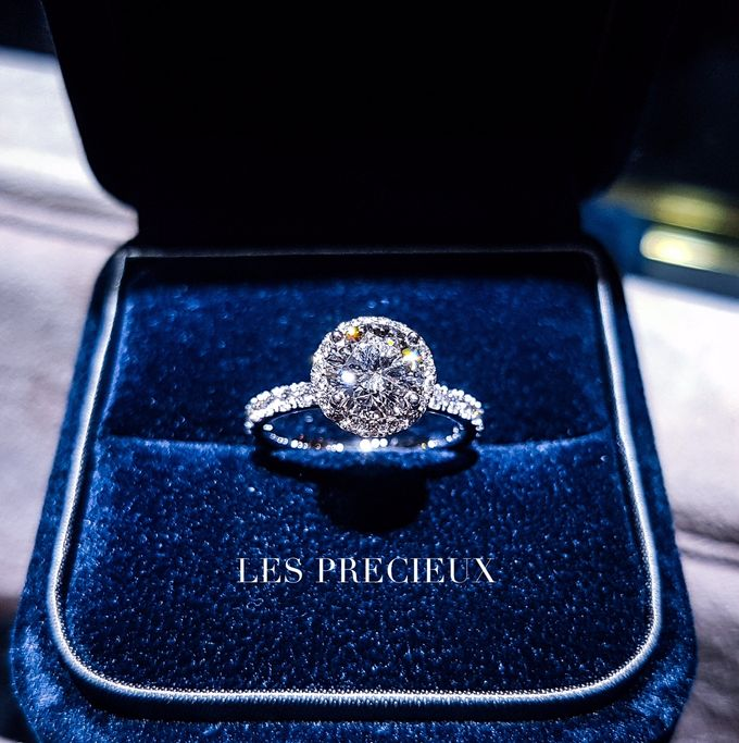 Solitaire Diamond Engagement Rings by LES PRECIEUX - 001