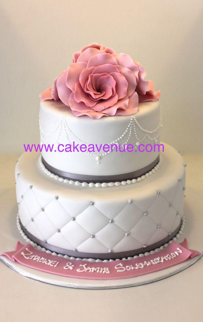 Classic Customised Wedding Cakes by Cake Avenue - 003
