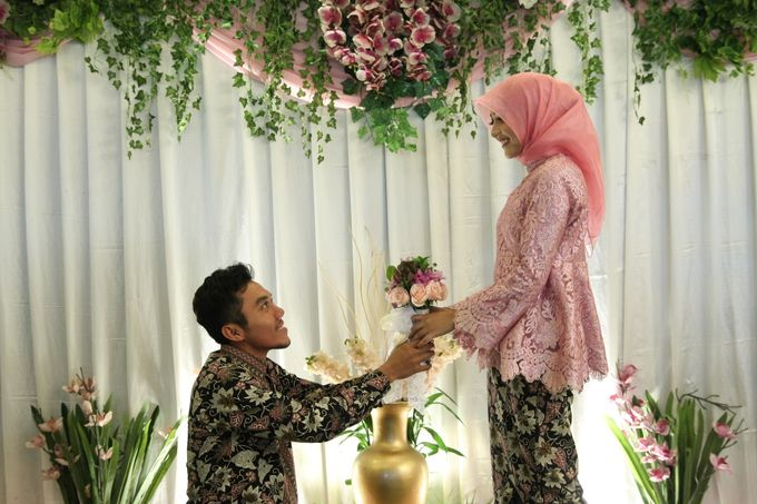 Hasni & Heru Engagement by Garland Galore Flower Shop - 003
