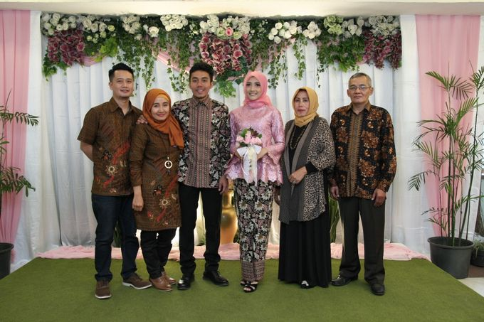 Hasni & Heru Engagement by Garland Galore Flower Shop - 010