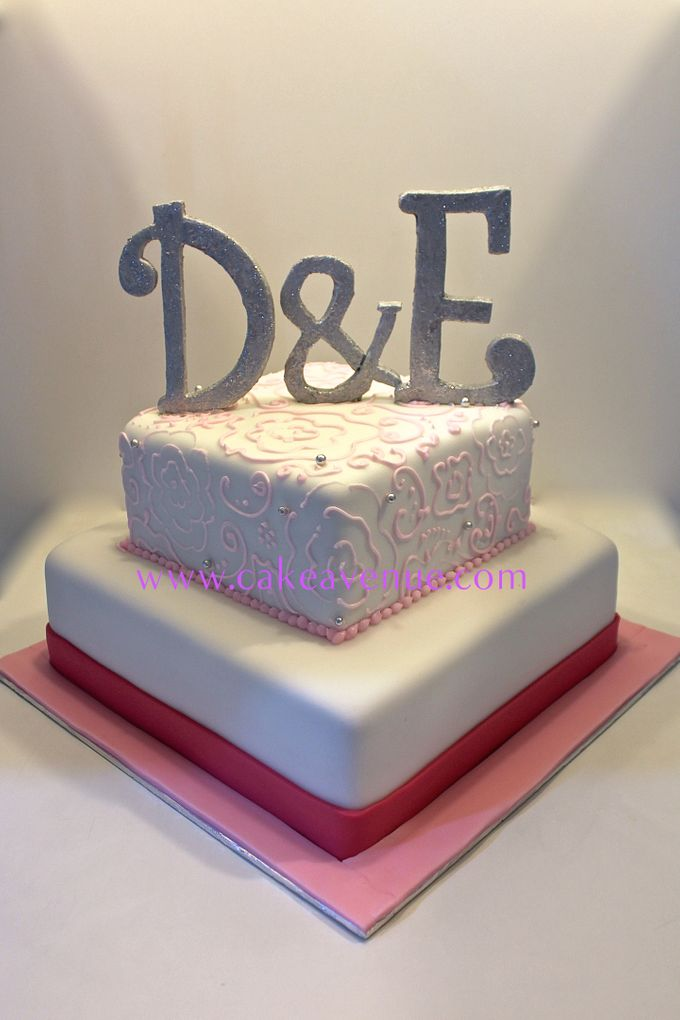 Contemporary Customised Wedding Cakes by Cake Avenue - 005