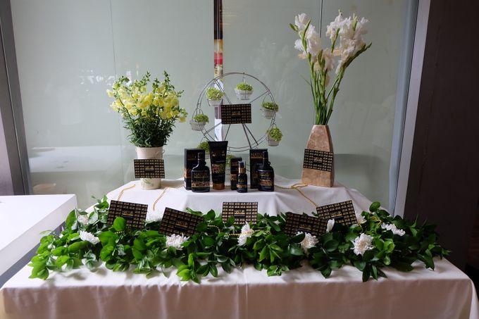 Natur Shampoo Decoration by The Vividiary Florist - 001