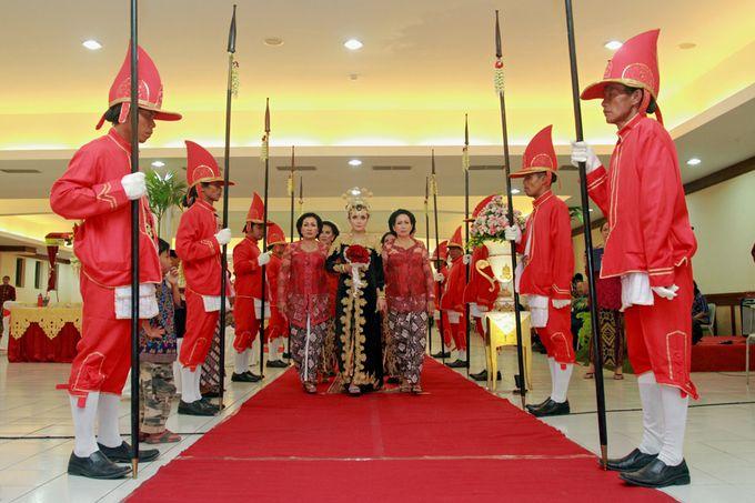 Pernikahan Adat Jawa by Jalutajam Photoworks - 011