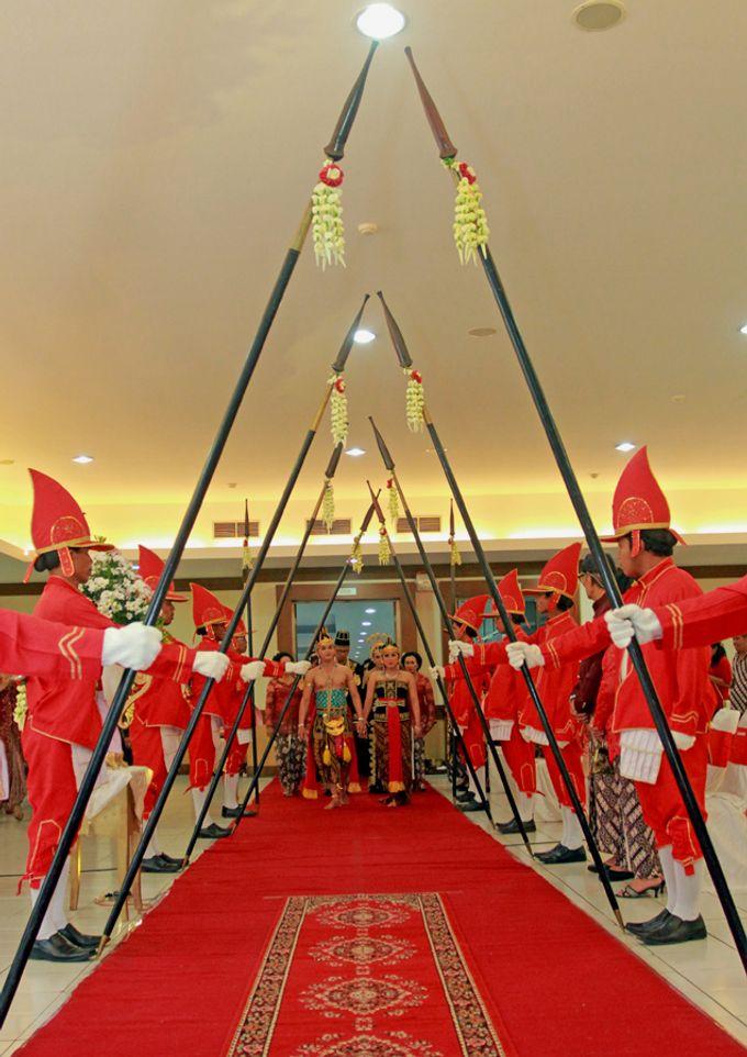 Pernikahan Adat Jawa by Jalutajam Photoworks - 013