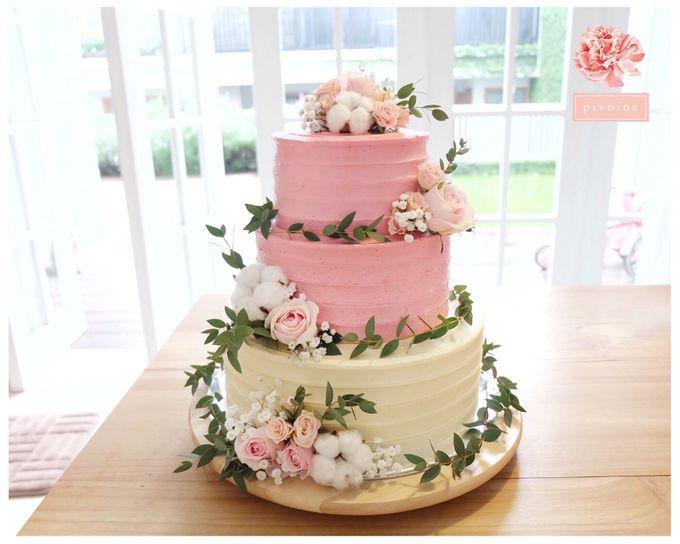 Wedding cake flower decor by Pivoine Flower Shop - 006