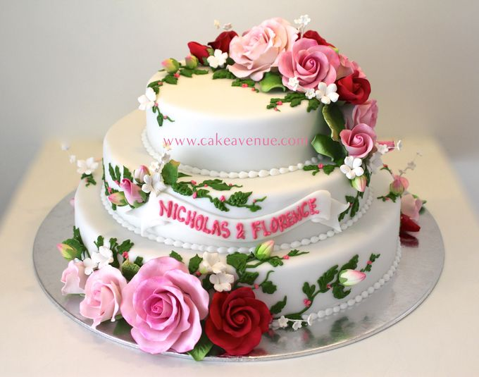 Classic Customised Wedding Cakes by Cake Avenue - 005