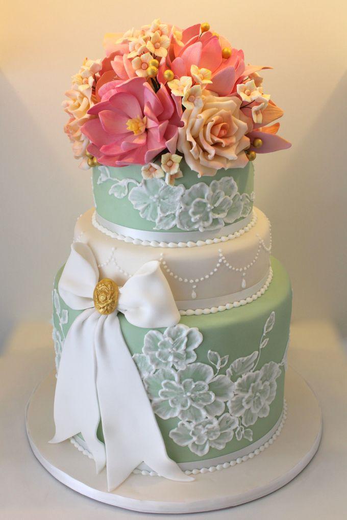 Classic Customised Wedding Cakes by Cake Avenue - 002