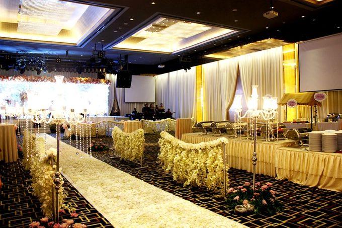 Wedding in ballroom by grand mercure medan angkasa bridestory add to board wedding in ballroom by grand mercure medan angkasa 005 junglespirit Images