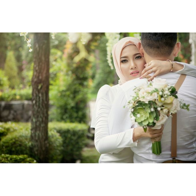 You Will Never Walk Alone by Kencana Art Photo & Videography - 017