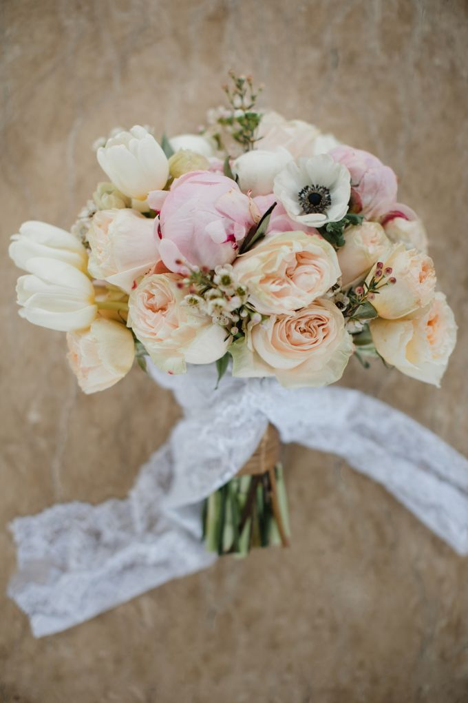 Simple and Modern Rococo style wedding at the Island of Gods by Priscilla Myrna - 001