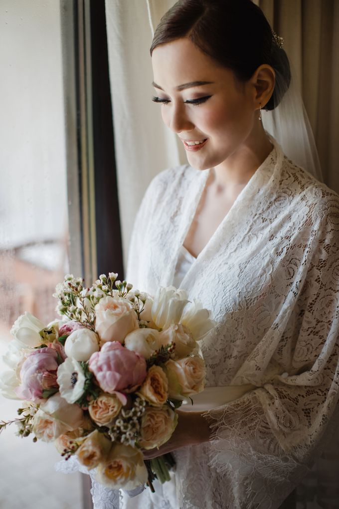Simple and Modern Rococo style wedding at the Island of Gods by Priscilla Myrna - 002