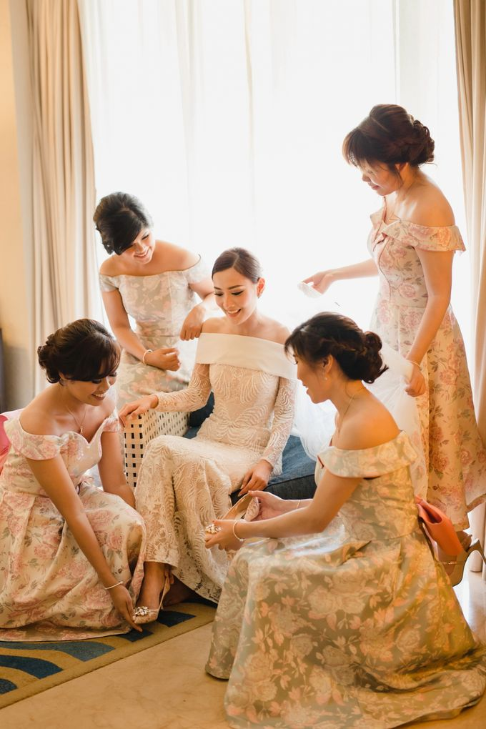 Simple and Modern Rococo style wedding at the Island of Gods by Maxtu Photography - 008