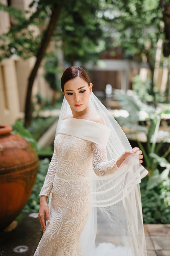 Simple and Modern Rococo style wedding at the Island of Gods by Maxtu Photography - 010