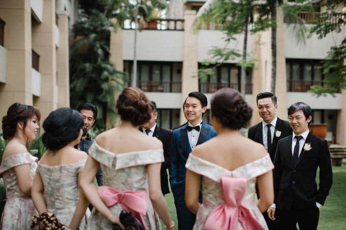 Simple and Modern Rococo style wedding at the Island of Gods by Maxtu Photography - 012