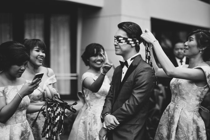 Simple and Modern Rococo style wedding at the Island of Gods by Maxtu Photography - 013
