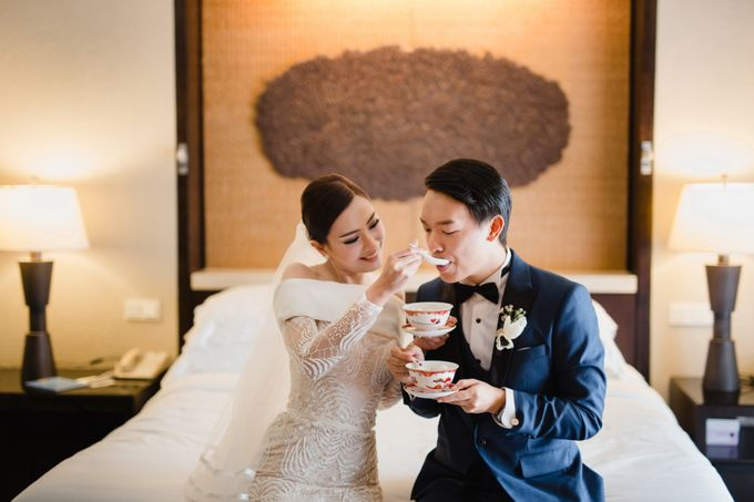 Simple and Modern Rococo style wedding at the Island of Gods by Maxtu Photography - 016