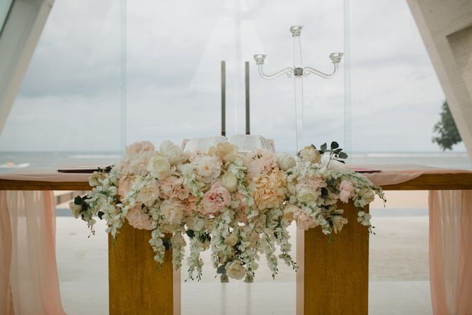 Simple and Modern Rococo style wedding at the Island of Gods by Maxtu Photography - 017