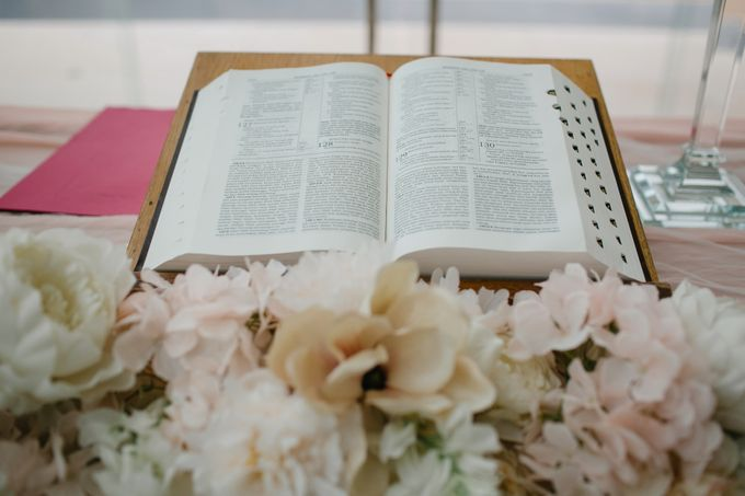 Simple and Modern Rococo style wedding at the Island of Gods by Maxtu Photography - 018